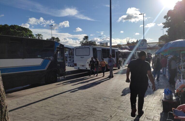 «La Caracas La Guaira se quedaría sin buses con esta tarifa oficial»