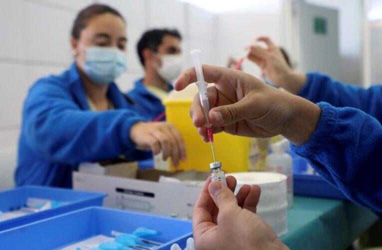 Médicos y el Vaticano piden el acceso mundial a las vacunas