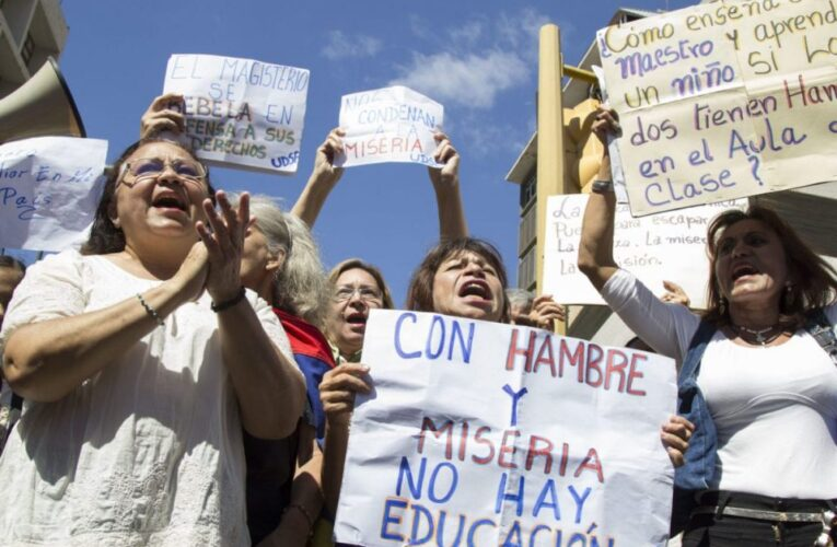 Profesores universitarios aún esperan por bono vacacional y aumento