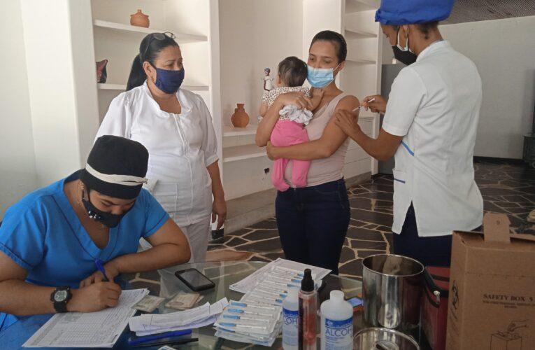 Embarazadas y lactantes recibieron dosis de Sinopharm en Casa Abrigo Miguel Zabala