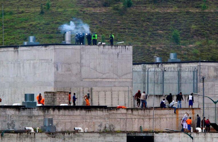 18 reos muertos dejan motines en dos cárceles de Ecuador