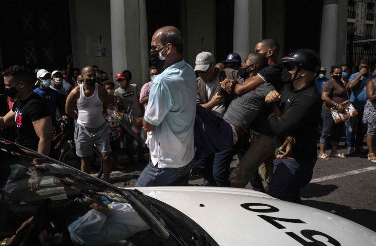 Cuba: Denuncian arrestos violentos para escarmentar a vecinos