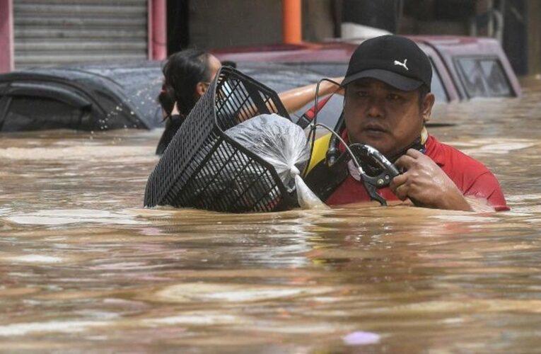Dos muertos y más de 72.000 damnificados por inundaciones en Filipinas