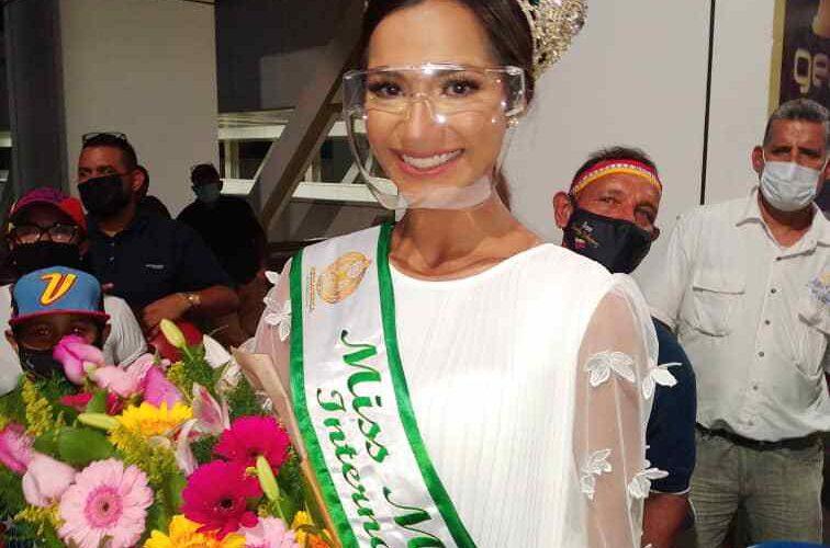 Ismelys Velásquez llegó con la corona de Miss Mesoamérica