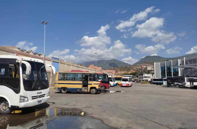 30 buses estuvieron varados por gasolina en La Zorra