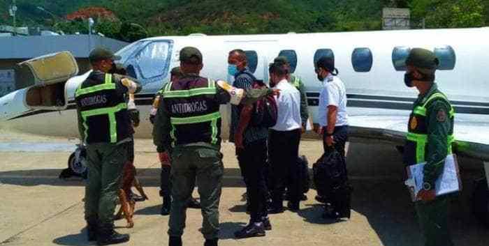 5 detenidos y 1 avioneta retenida en Maiquetía por narcotráfico