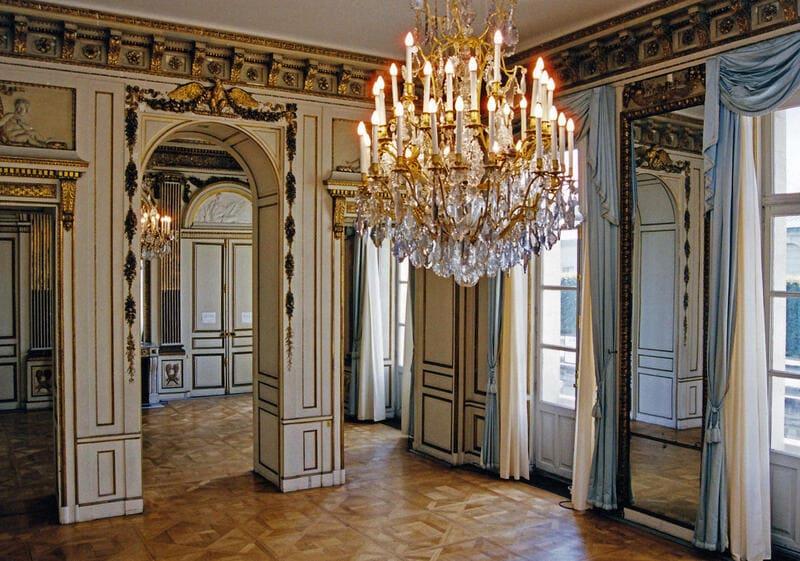 Hotel de Talleyrand, Decoration and Restoration