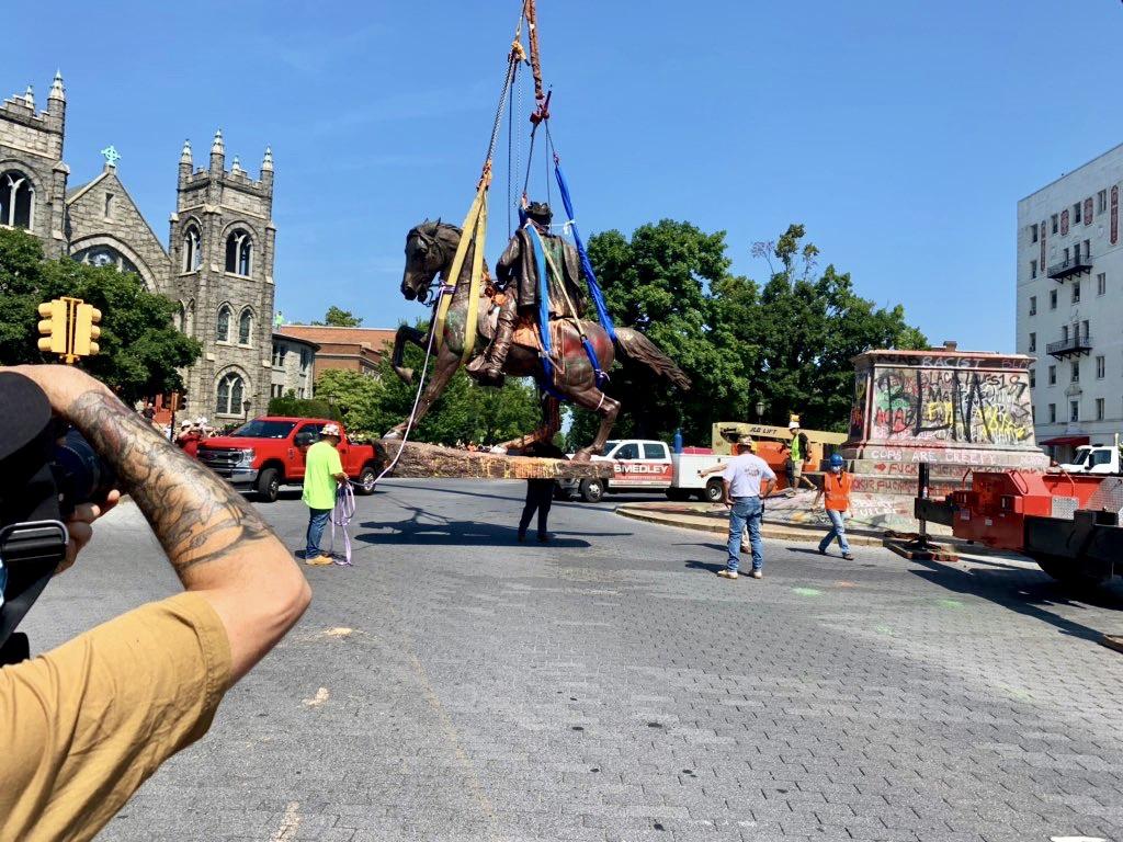 Video: Crews Remove J.E.B. Stuart Statue from Pedestal in Richmond