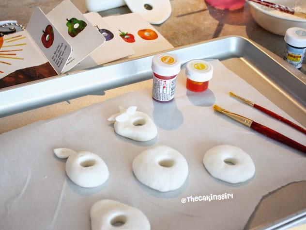 painting on gumpaste fondant