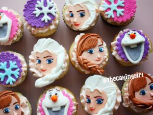pretty elsa and anna cupcake toppers