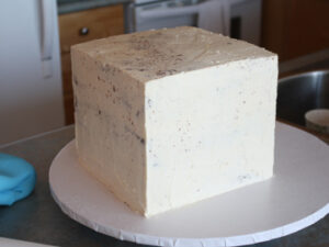 how to crumb coat a cube square cake