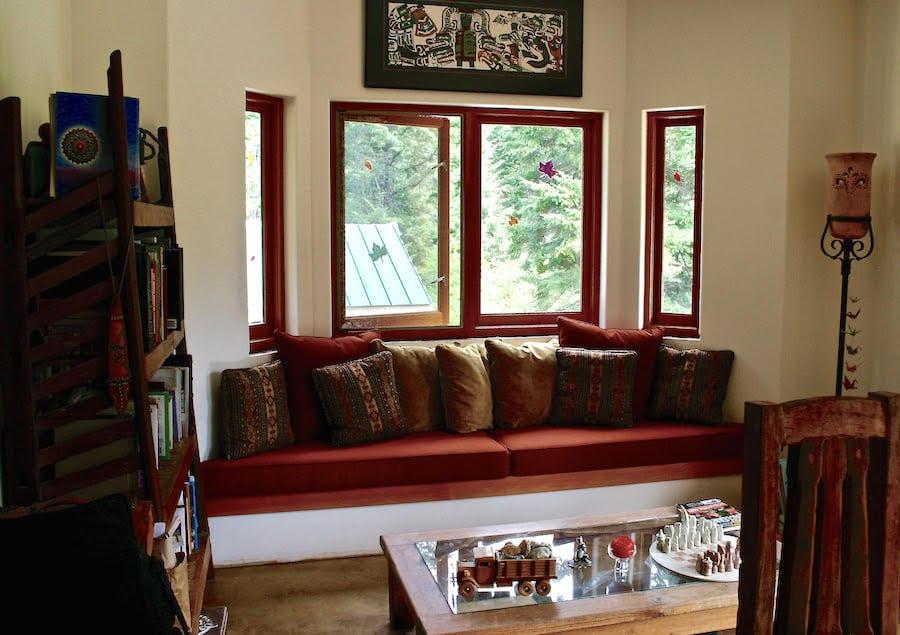 livingroom Great Bear Chalet accommodations