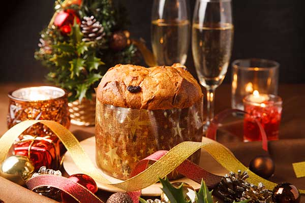 Italian Christmas traditions with Panettone