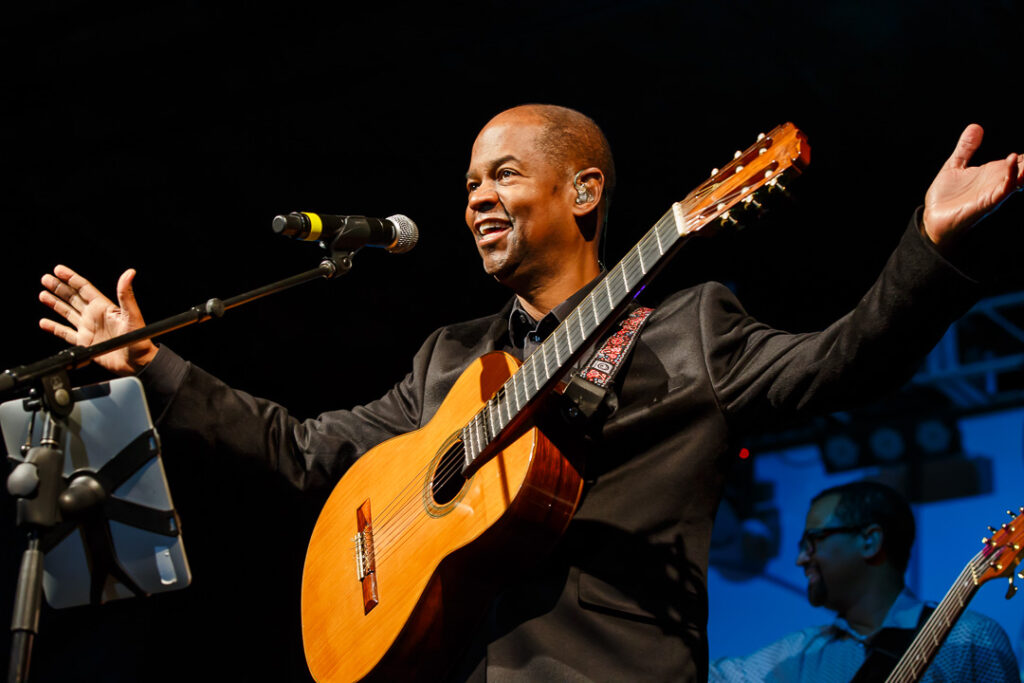 Earl Klugh - SpotifyThrowbacks.com