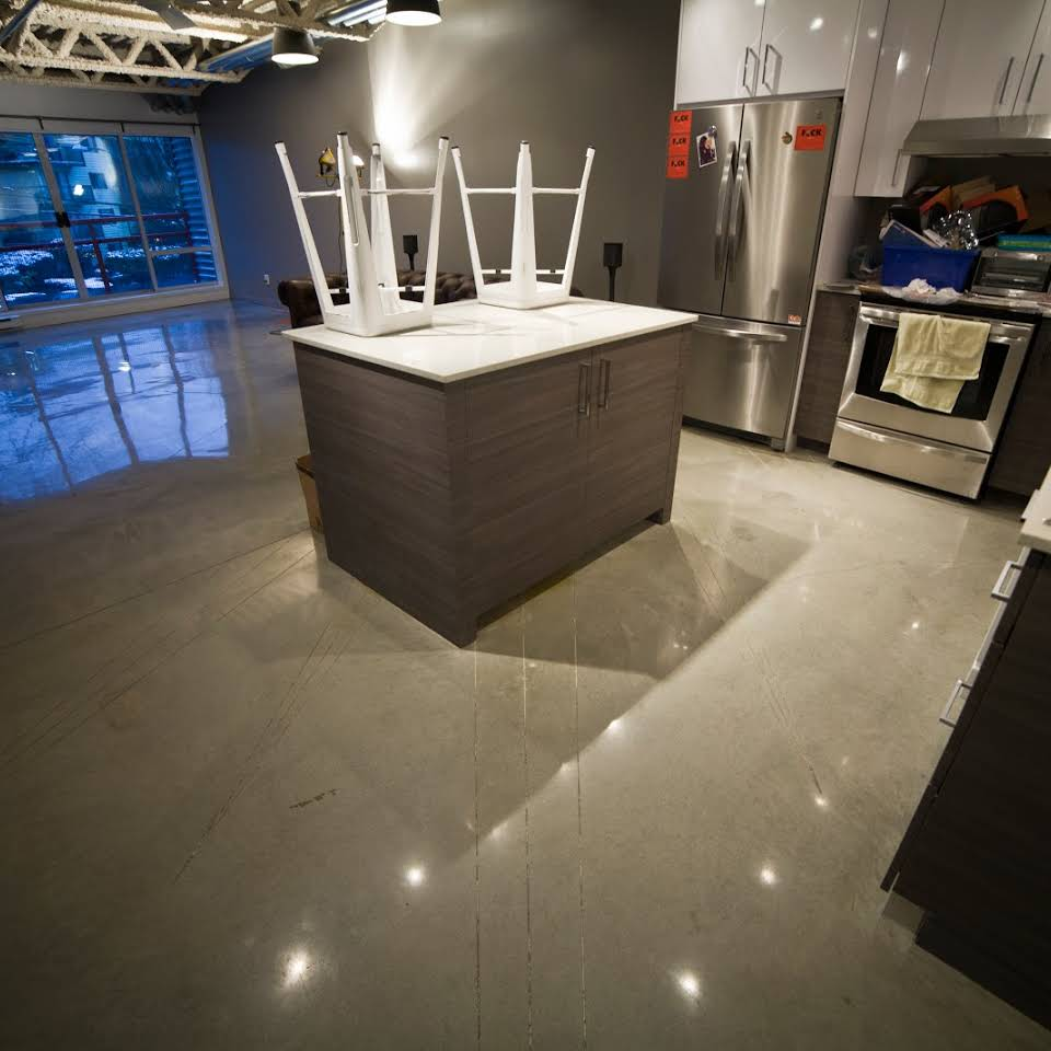 POLISHED FLOOR WHITE IN KITCHEN