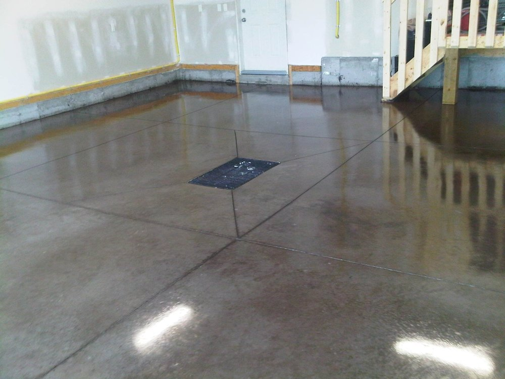 pic garage floor w drain and sealed
