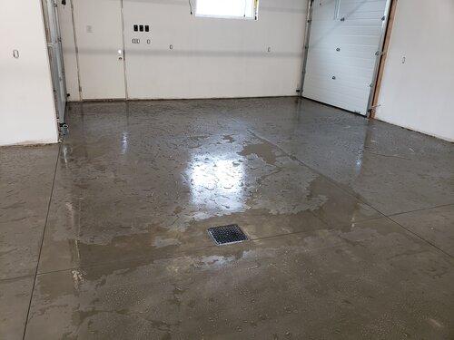 pic garage floor w drain, water beading