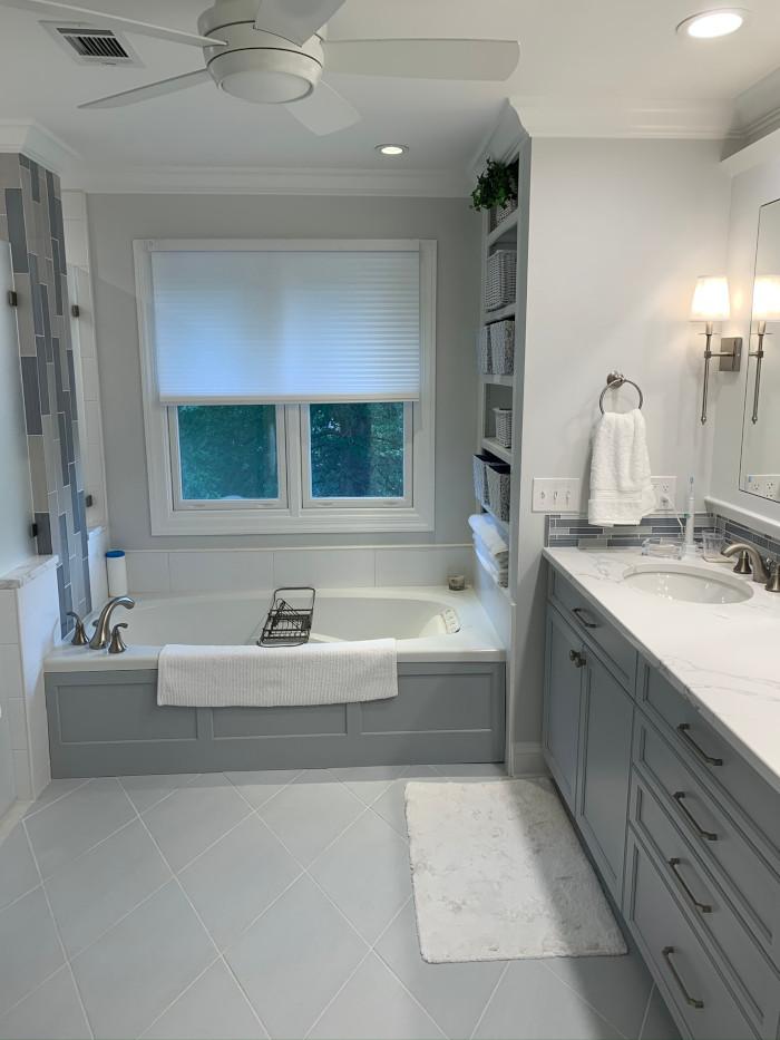 center tub w shower