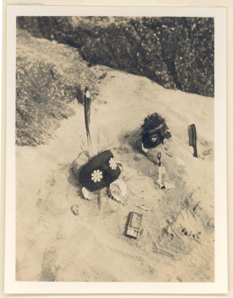 Claude Cahun et Marcel Moore, Entre nous, tirage monochrome, 11 cm x 9 cm, 1926 © Jersey Heritage Trust