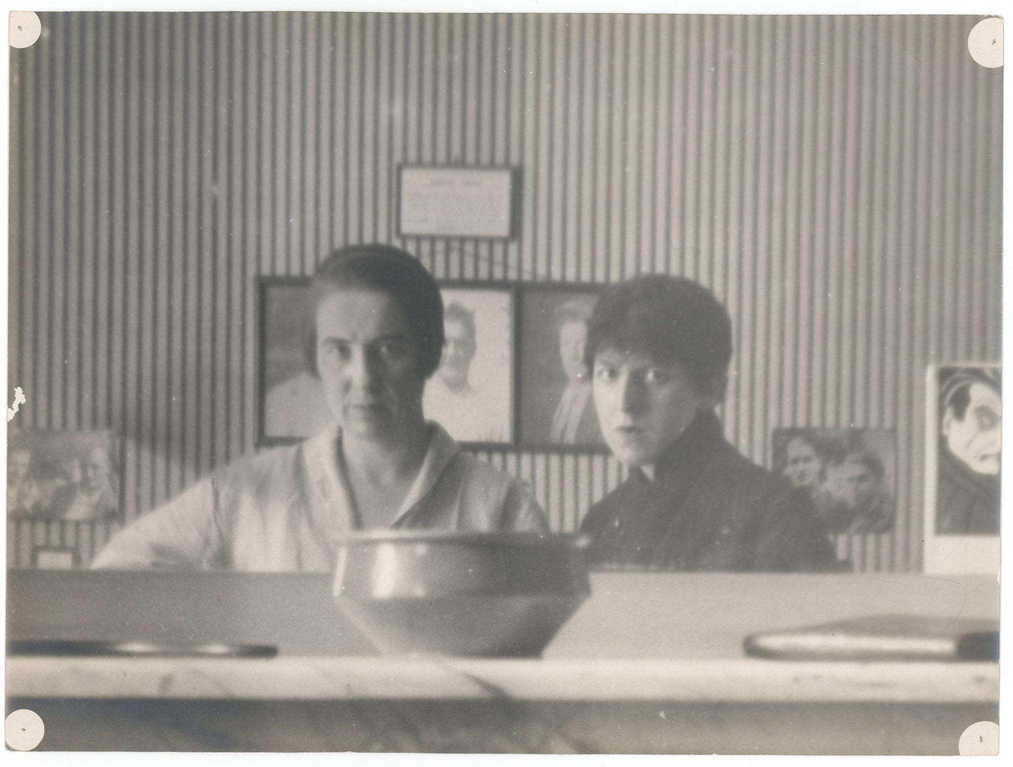 Claude Cahun et Marcel Moore, autoportrait photographique, tirage N/B, 17.9 cm x 23.8 cm, 1920 © Jersey Heritage Trust