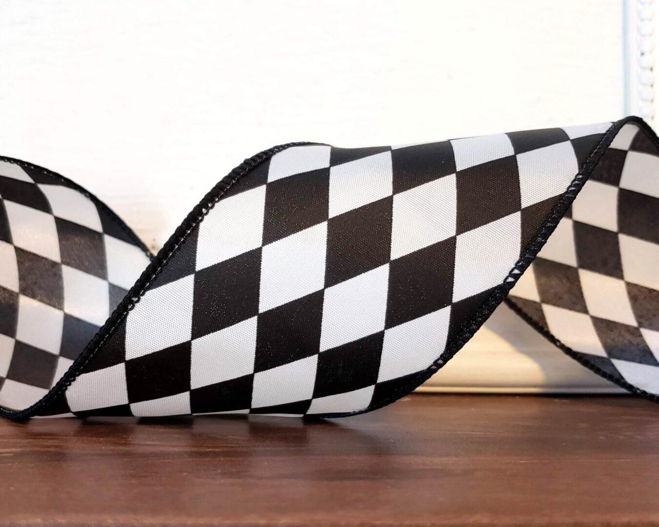Court Jester Black White Harlequin 40 cb-006