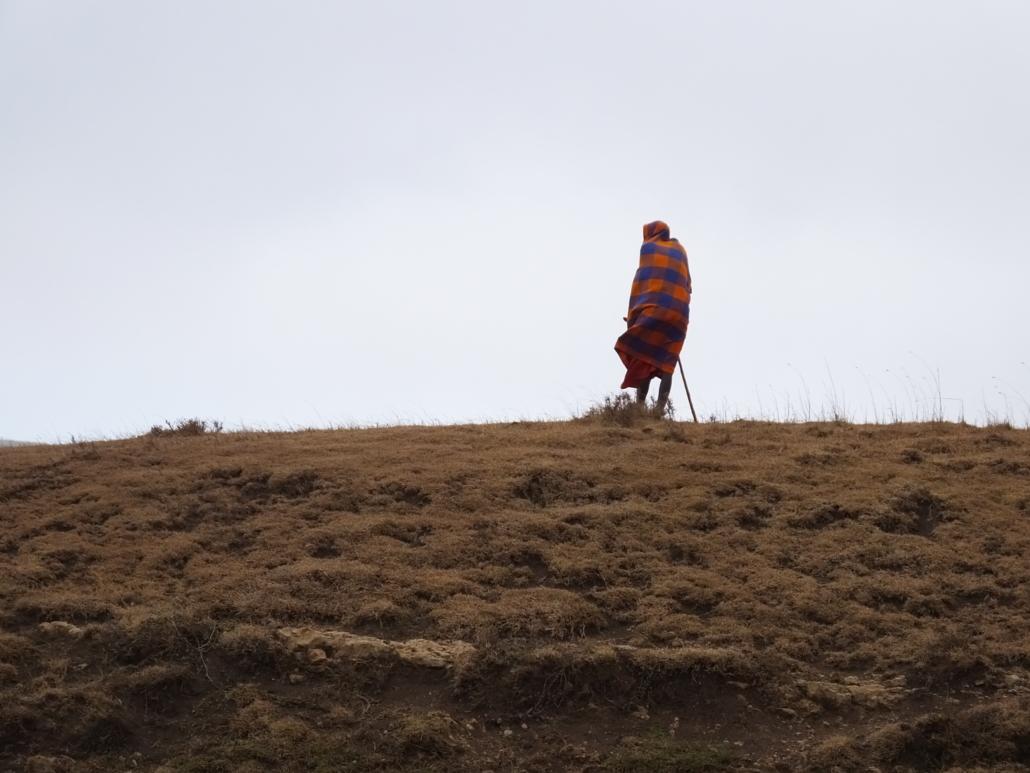 Maasai on very dry hilltop (Ngorongoro Conservation Area)