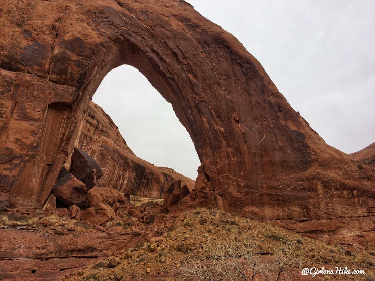 Hiking to Broken Bow Arch, Hiking in Grand Staircase Escalante National Moument, Hiking in Escalante with Dogs, Hiking to natural arches
