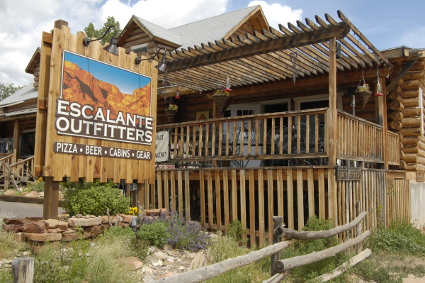 Best Place in Escalante, Utah to grab pizza, Escalante Outfitters