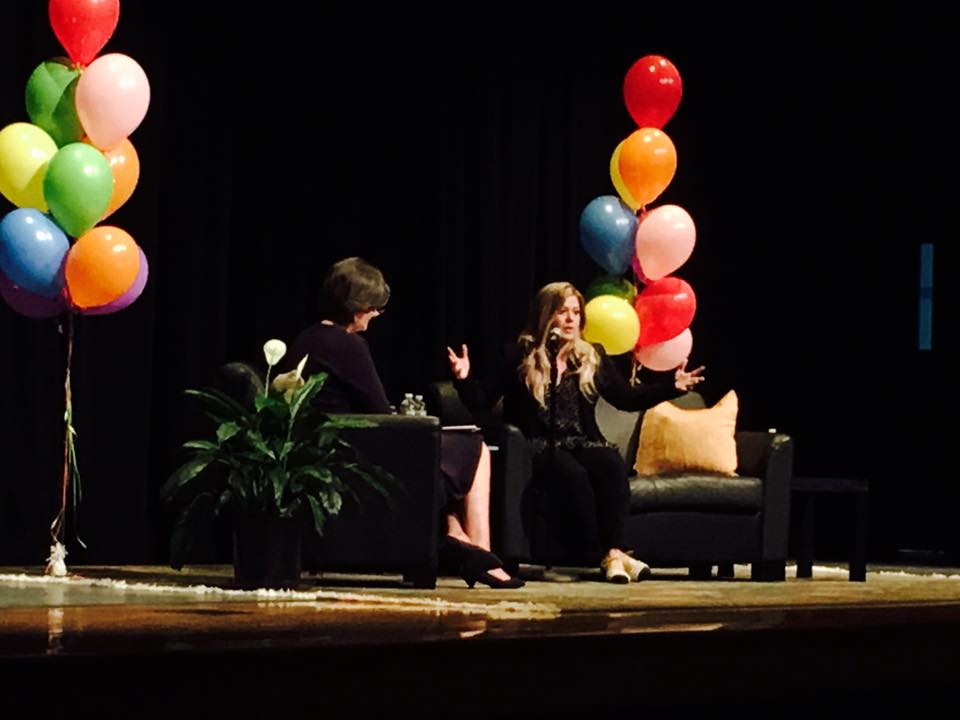Kelly Clarkson Debuts New Book at Wyckoff YMCA