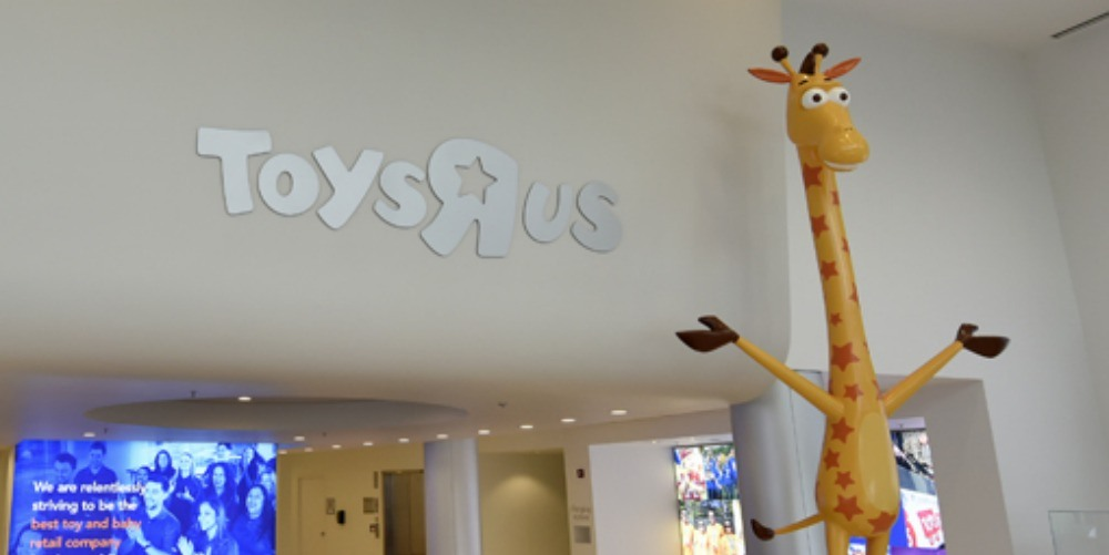 Toys 'R' Us Giraffe Finds a New Home in New Jersey Children's Hospital