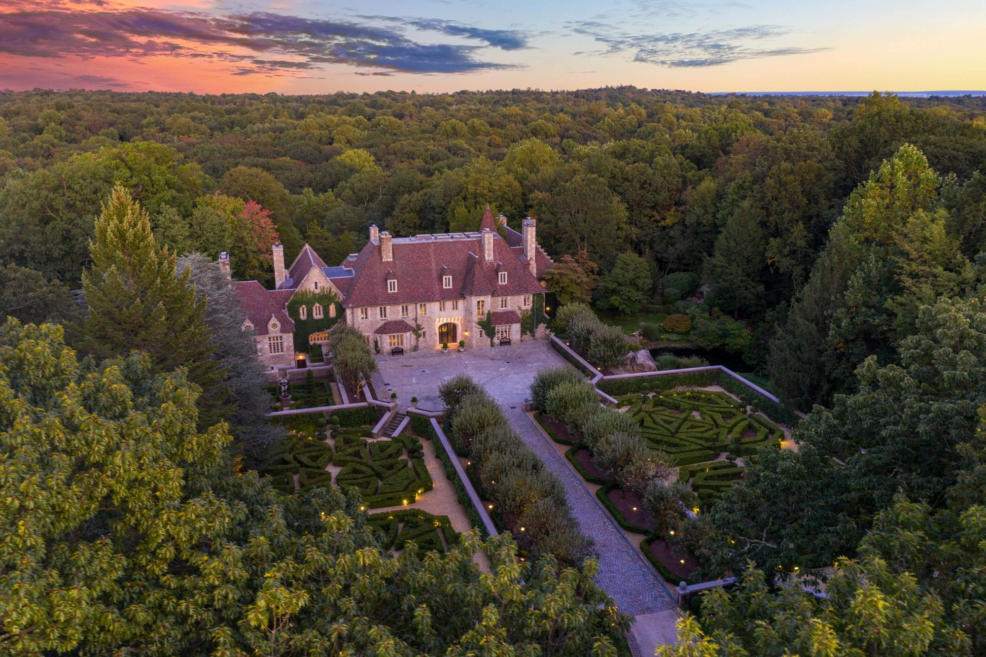 Mansion of Shoe Tycoon Vince Camuto Up For Sale