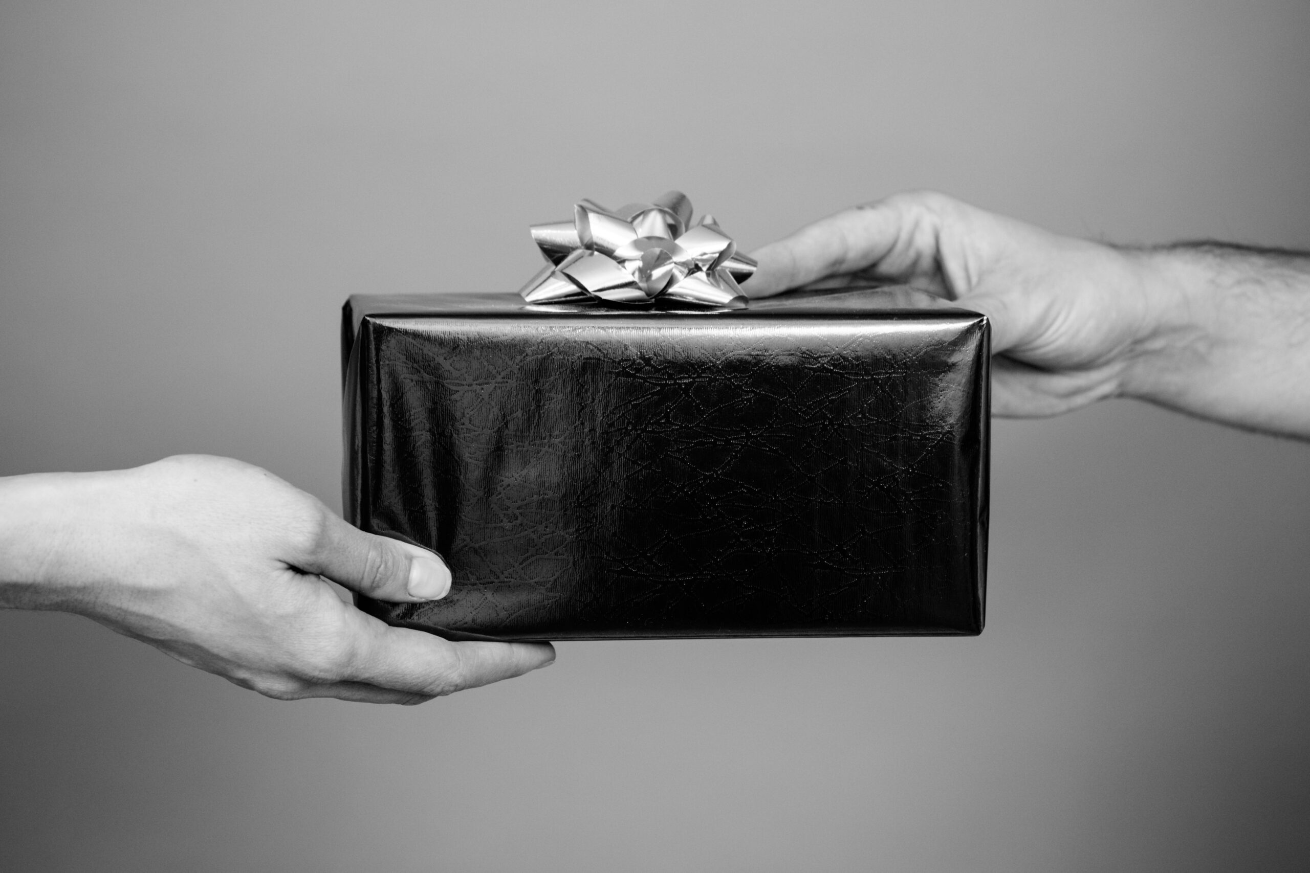 4 Amazing Unisex Gift Ideas for Men and Women