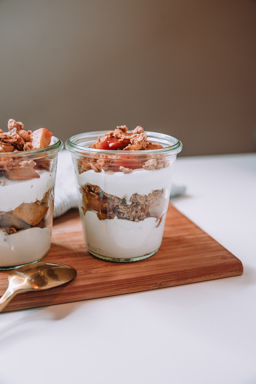 jar filled apple pie parfait