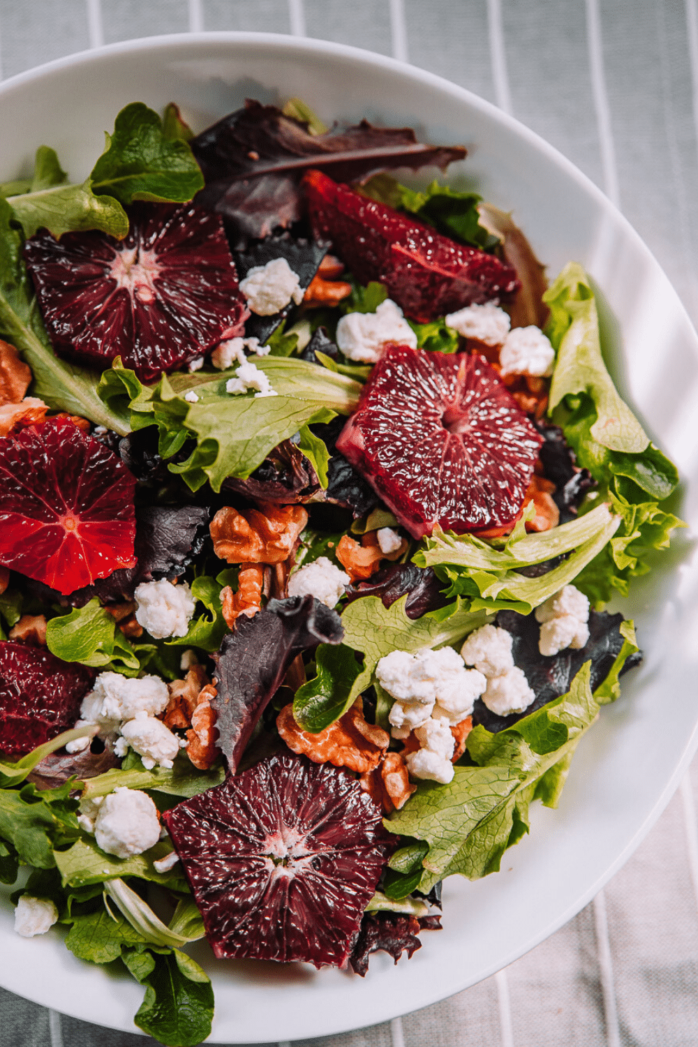 Seasonal winter citrus idea with a blood orange recipe in a healthy and filling salad and flavorful and light vinaigrette. #bloodoranges #wintercitrus #recipe