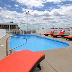 Outdoor pool in clinton mo - Westbridge inn and suites clinton mo
