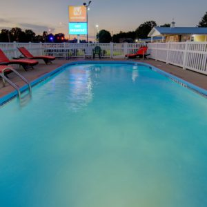 Pool in clinton mo - wesbridge inn and suites in clinton mo