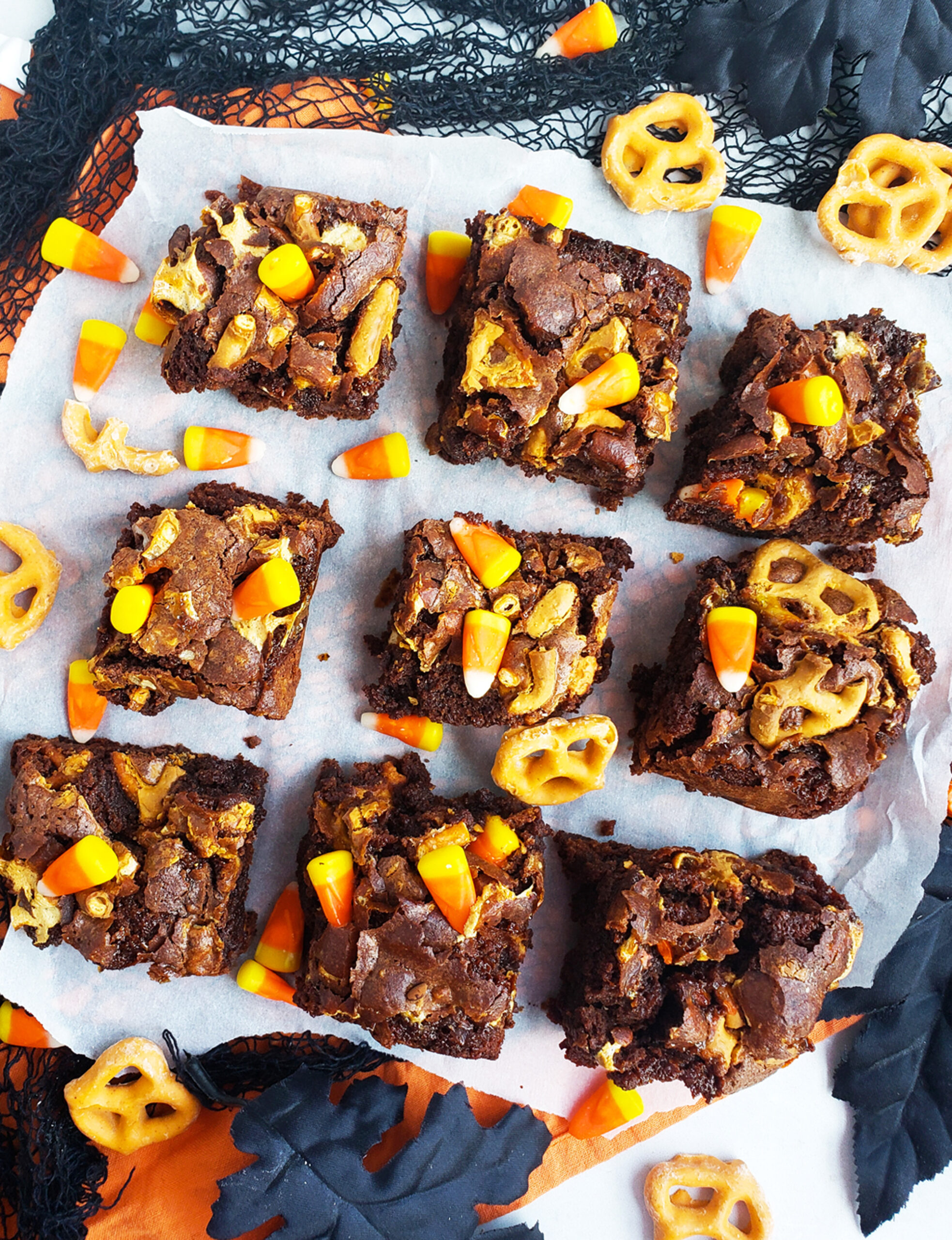 These Easy Halloween Brownie Bars are a fun, delicious, and festive dessert , topped with candy corn, pumpkin spice pretzels, and marshmallows. beautifuleatsandthings.com