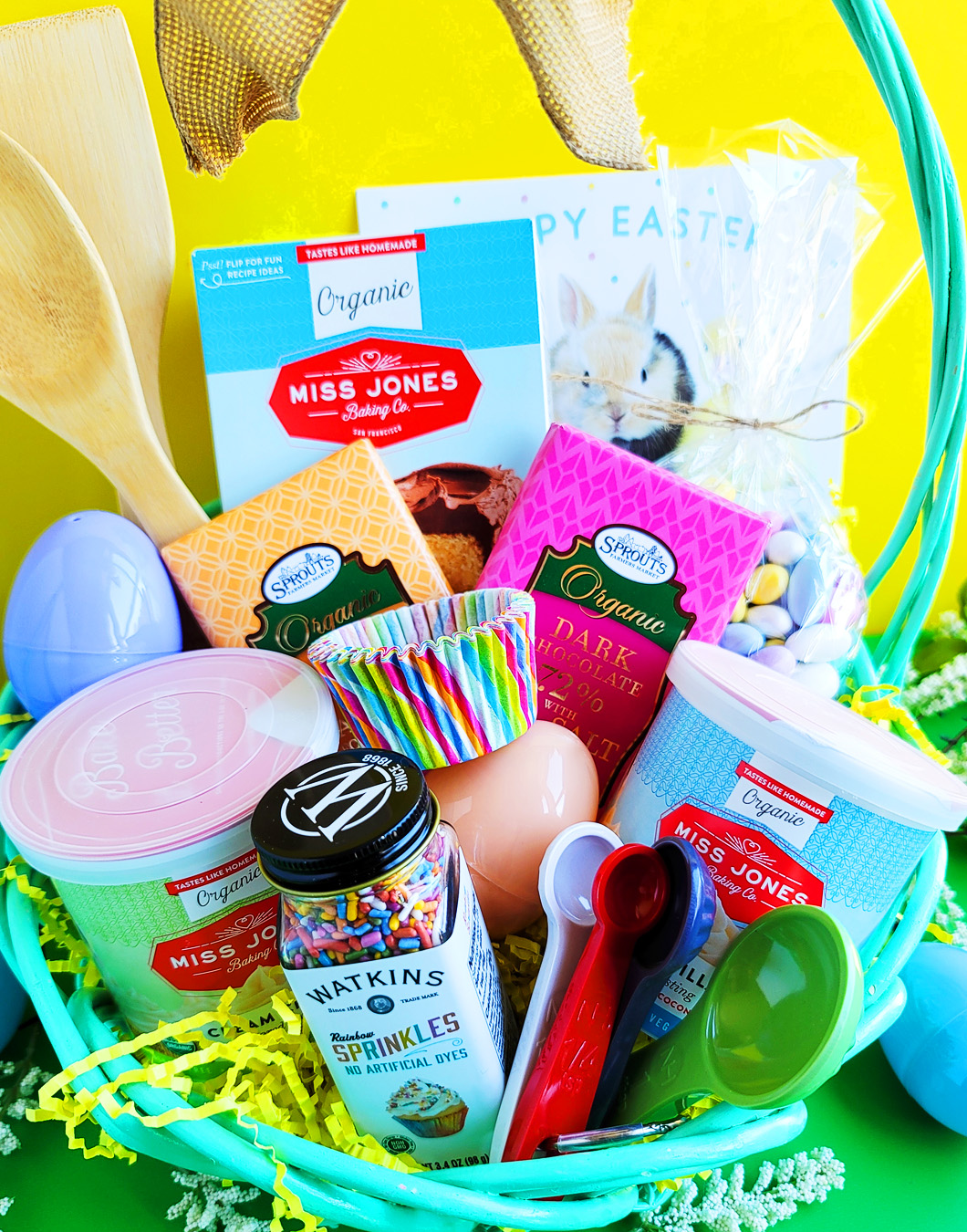 Easter is around the corner, so why not surprise the kids with the super cute DIY Easter Baking Basket. littleeatsandthings.com