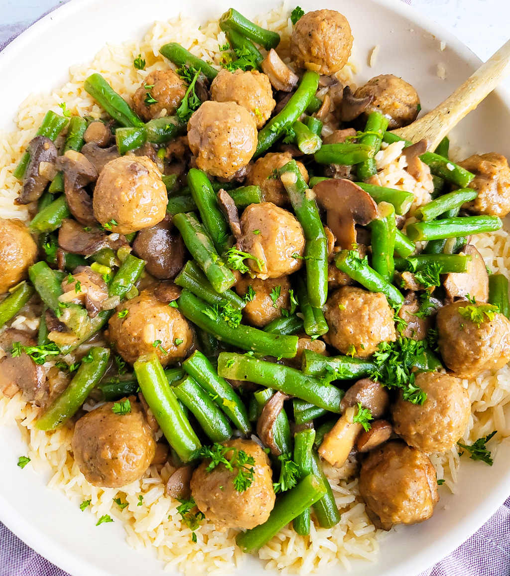 This One-Pot Meatballs & Green Beans with Mushroomsrecipe is so easy to make, and perfect for busy weeknights littleeatsandthings.com