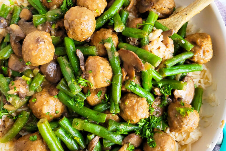 One-Pot Meatballs & Green Beans with Mushrooms