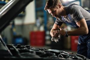 Transmission repair mechanic in Brookfield, Illinois