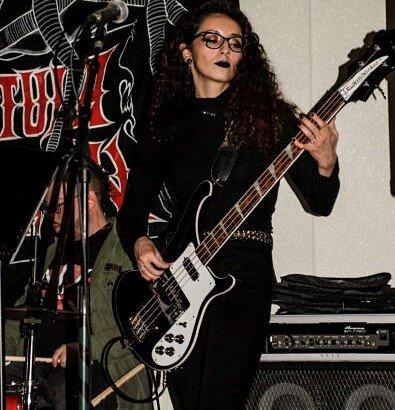 Jasmine Jew Rickenbacker 1_opt.jpg