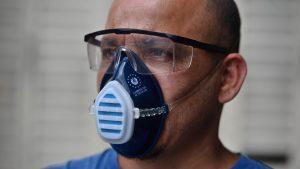 Ministerio de Salud pagó $1,300,000 de sobreprecio por mascarillas hechas por fábrica de suelas