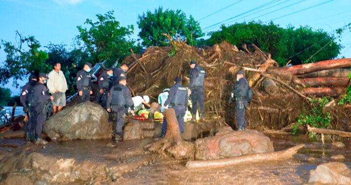 Al menos seis muertos y más de 30 desaparecidos tras un corrimiento de tierra en El Salvador