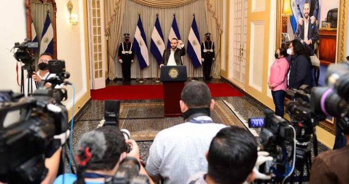 Gobierno usa recursos públicos para atacar a periodistas, concluye informe