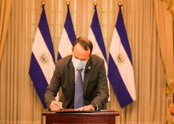 El Salvador protege cuentas bancarias de presuntos lavadores de dinero
