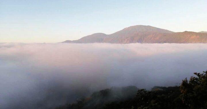 """¡Espectacular! Una """"niebla de advección"""" cubrió el lago de Coatepeque, ¿a qué se debe este fenómeno?"""