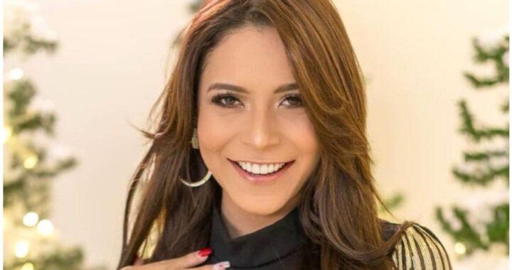 La presentadora Mónica Benitez muestra cómo lucir con estilo la popular minifalda