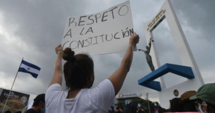 """Advierten juristas: """"Cualquier reforma que se haga desconociendo la Constitución vigente es nula"""""""