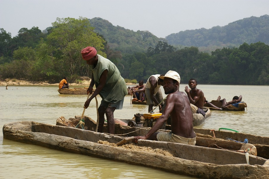 """Diamond divers in Sierra Leone shot in the short film """"The Divers of Sewa"""" by Laurent Cartier and Justin Badenhorst"""